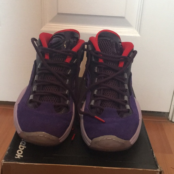 d6869f16b84 7.5 Men • Reebok Question Mid Basketball Shoes. M 5a5791618df470f9350184ae